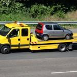 Gelber Abschleppwagen - ADAC kündigen